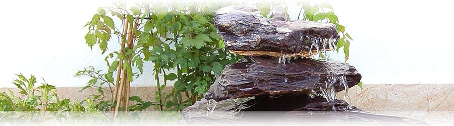 Schiefer quellsteine und findlinge brunnenstein wasserstein for Gartensteine schwarz